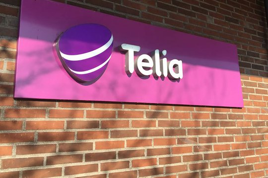 Picture of Telia's logo at the headquarters