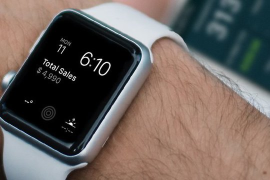 Apple Watch displaying a Plecto dashboard